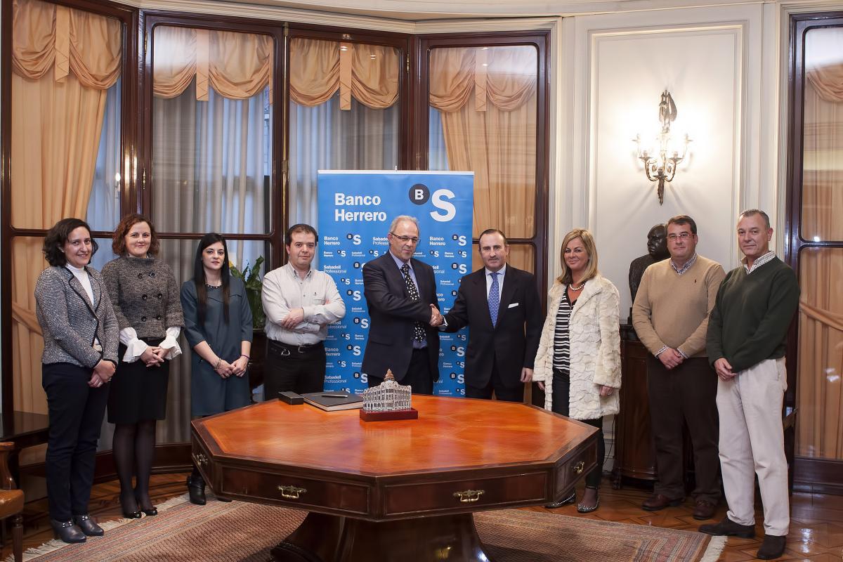 Codelas firma un importante convenio con banco herrero for Convenio oficinas y despachos asturias